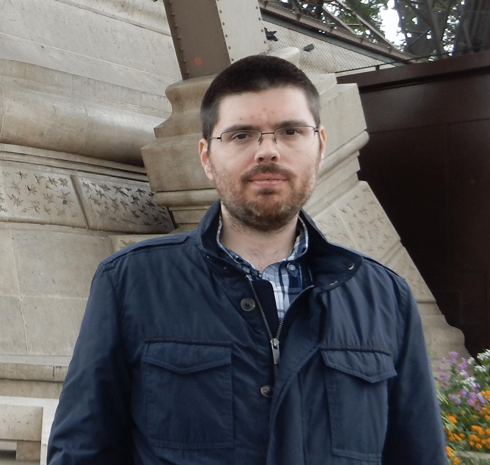 """Entrevista a Miguel Dorado, autor de """"Otra forma de mirar"""""""
